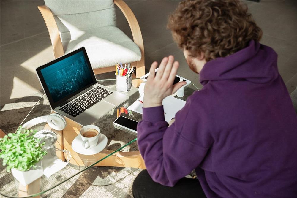 Software controllo remoto: sempre operativi e in contatto